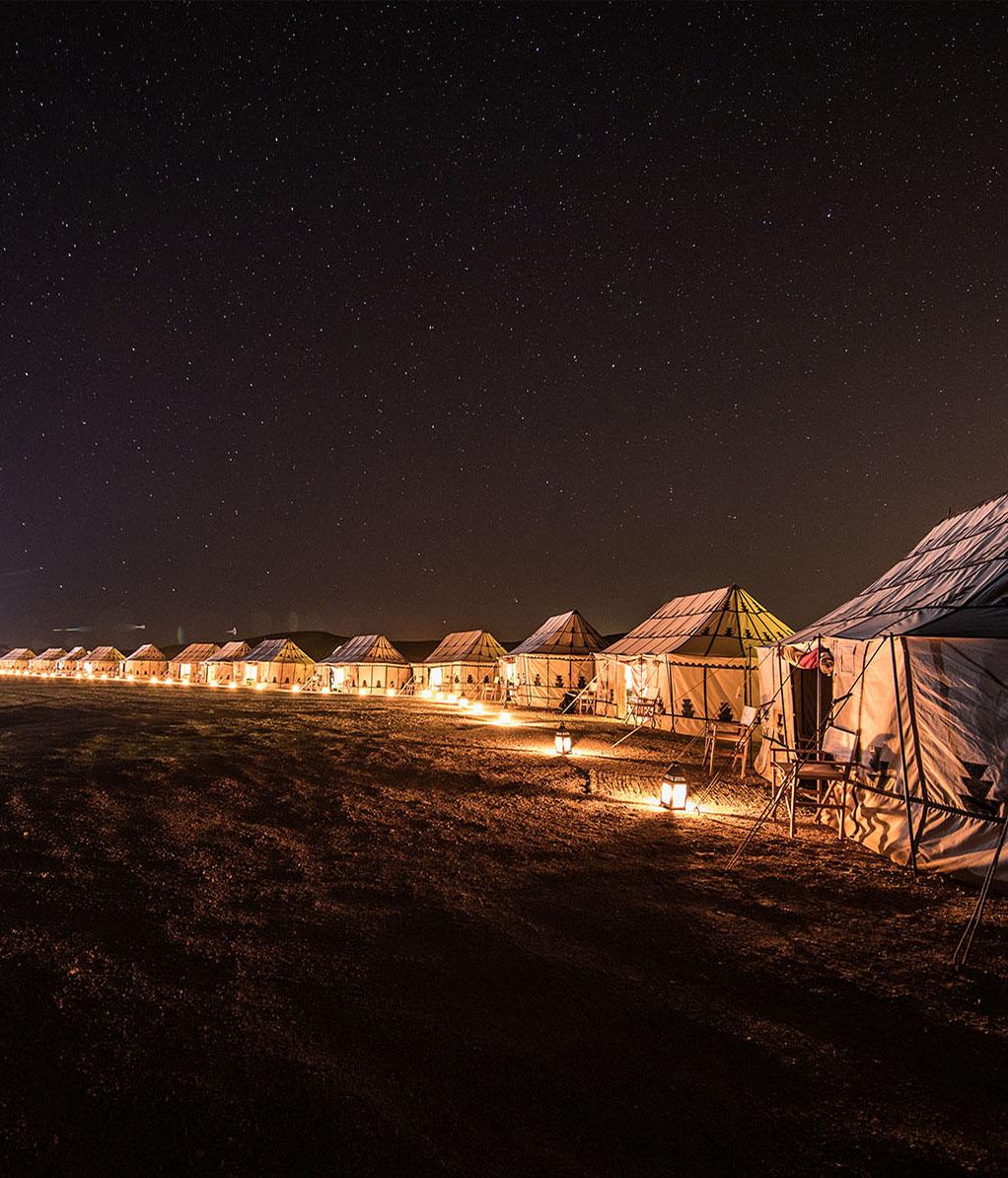Wüstencamp Marokko bei Nacht
