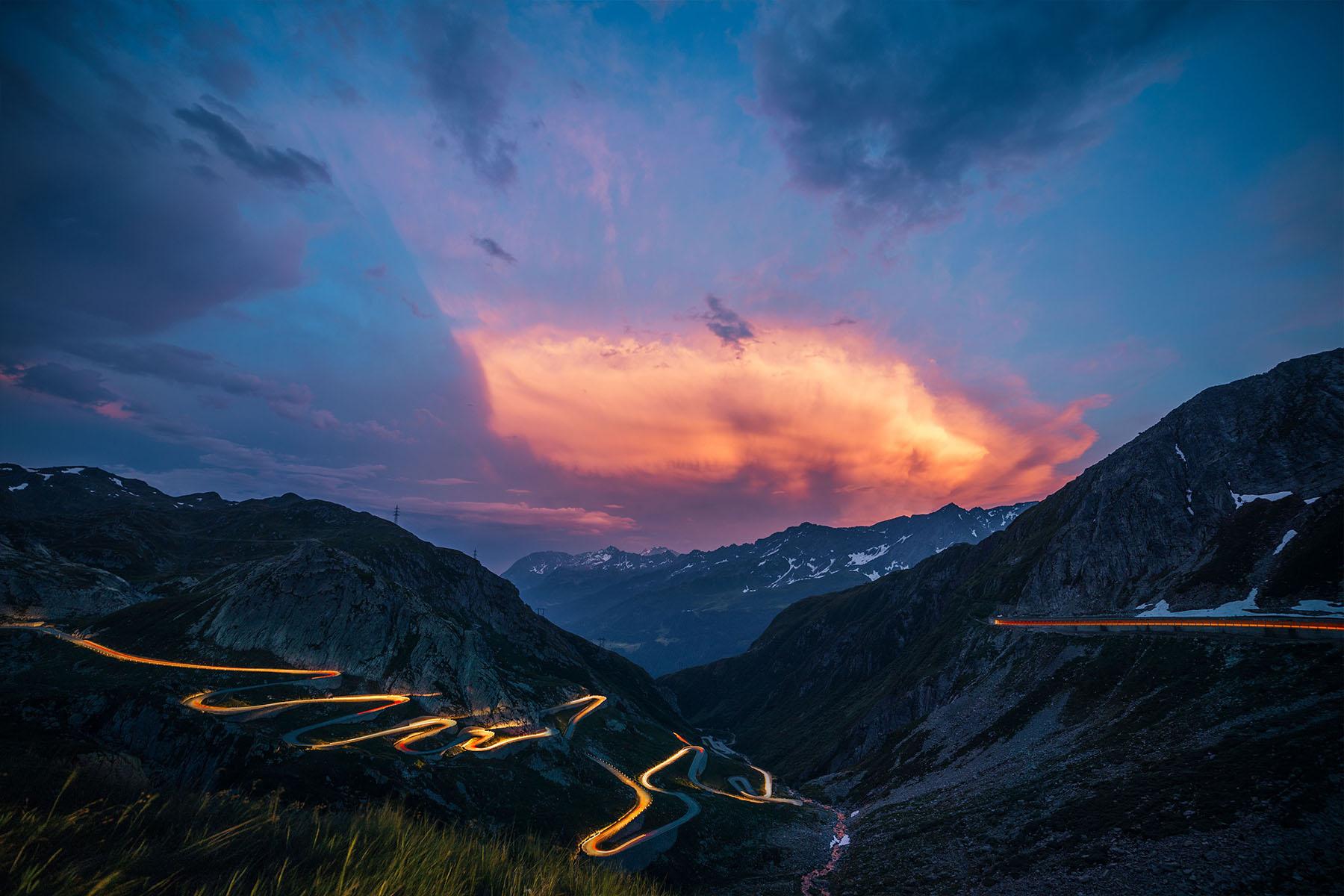 Bonding Switzerland Passstrasse Nacht